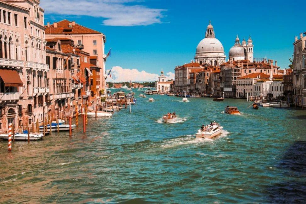 Lennot Venetsiaan Italia